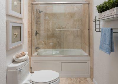 10608 Hall_Bath_2020